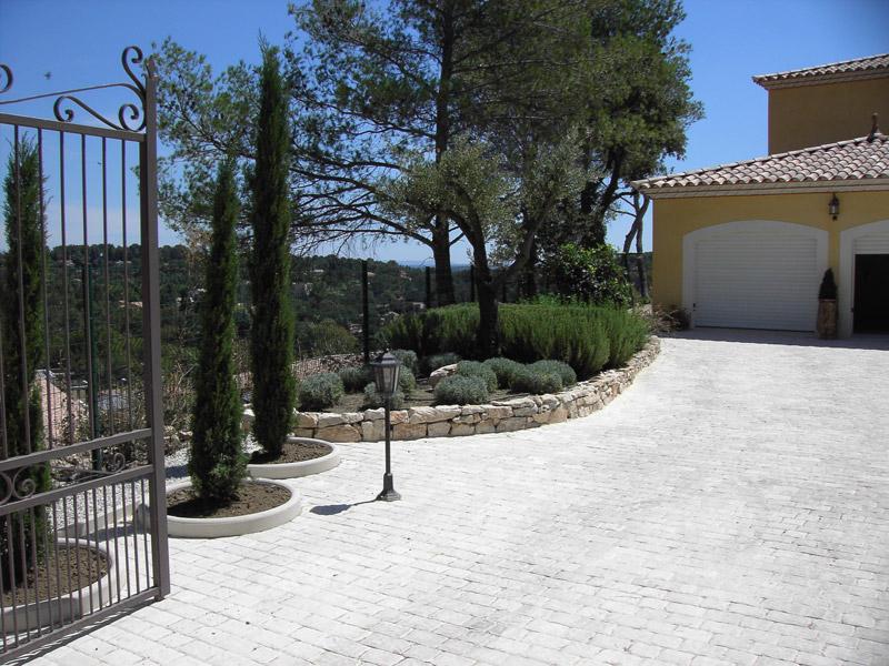 Projet d 39 am nagement et cr ation d 39 un jardin nimes les jardins de la tarasque les jardins - Petit jardin proven nimes ...