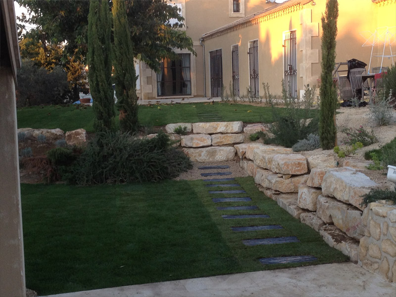 projet de cr ation d 39 un jardin paysager nimes par les jardins de la tarasque les jardins de. Black Bedroom Furniture Sets. Home Design Ideas